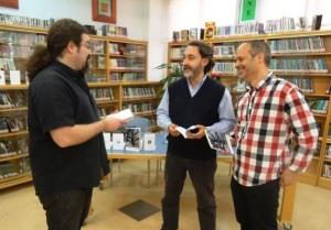 Luis Ingelmo, Juan Luis Calbarro y Julio Marinas en la Biblioteca Pública Municipal de la Calendaria